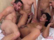 Shemale Beatriz Velmont lets 4 guys fuck her