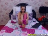 attractive ts Plays her schlong